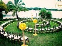 Kültéri esküvő különleges elrendezés